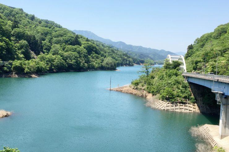 初めに見える宮ケ瀬湖