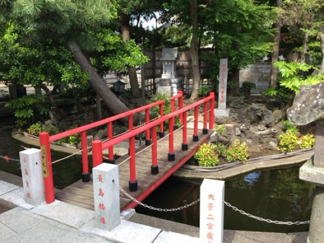 六所神社の池