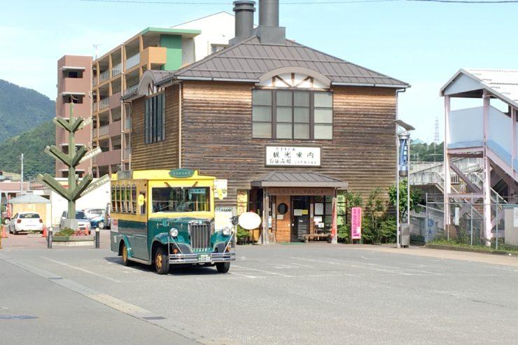 観光協会とバス