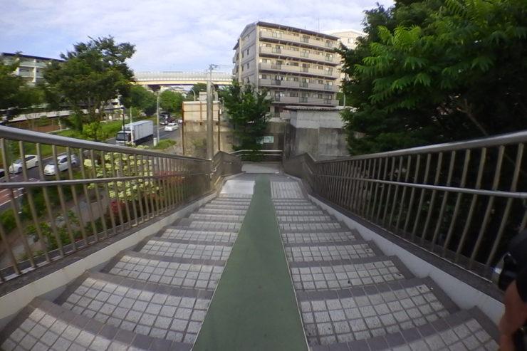歩道橋下り