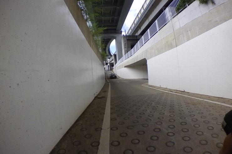 左の脇道へ