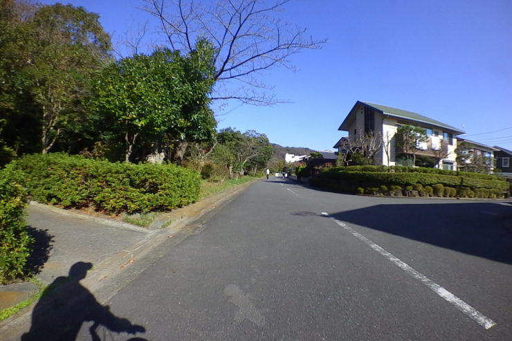 住宅街の端