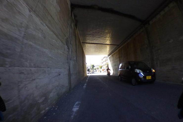 京浜急行線路下