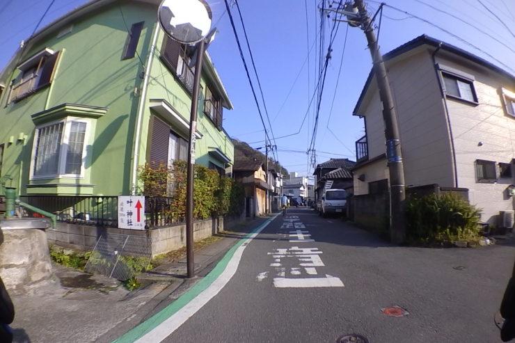 叶神社への道