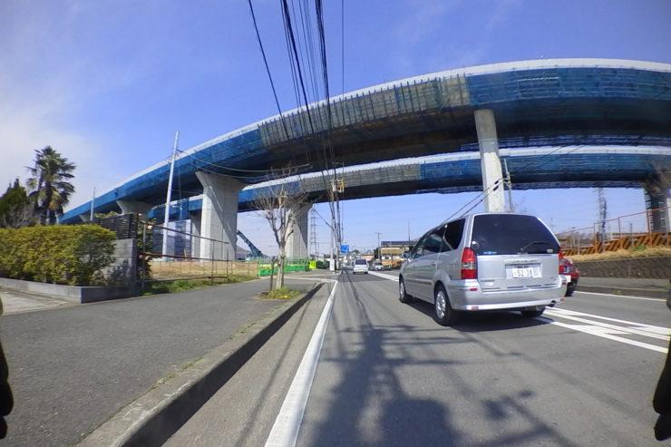 大山近くの高速道路
