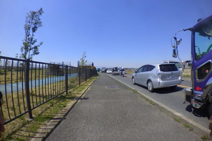厚木基地横の渋滞
