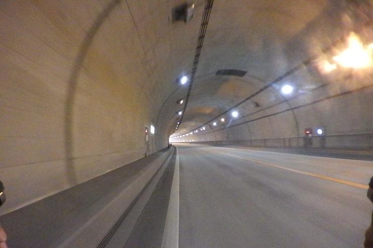 怪しいトンネル