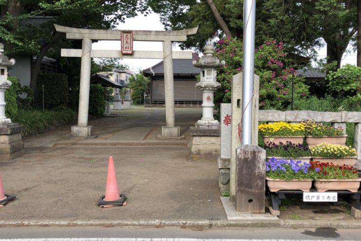 左馬神社の入口プランター
