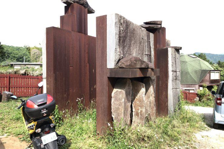 森の記念碑