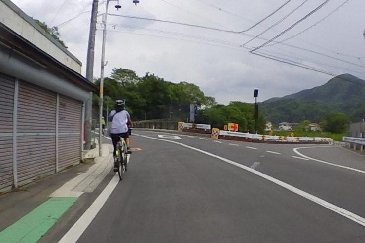女性2人のサイクリング
