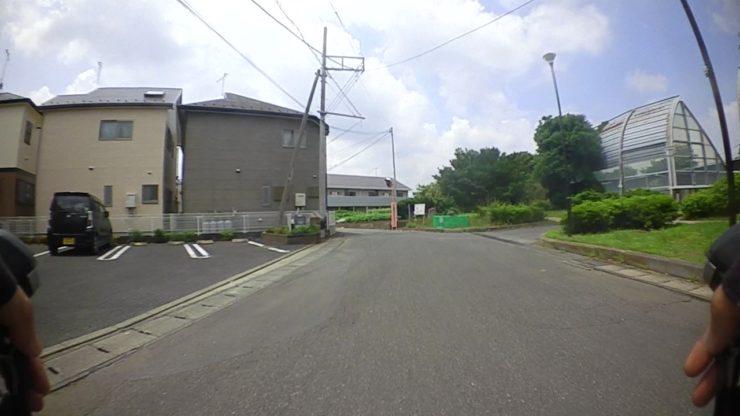 左方向の道へ