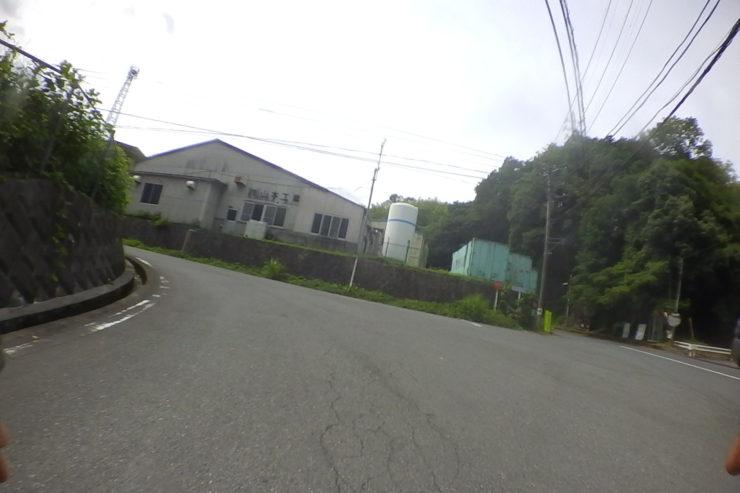 山北つぶらの公園への分かれ道