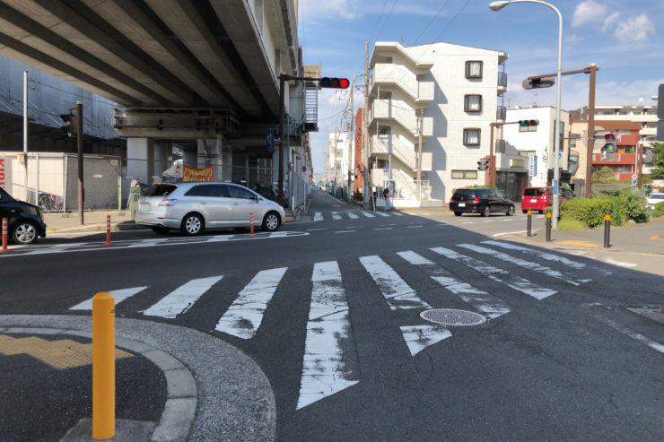 京浜急行沿いの道