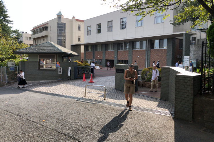 横浜英和学院校門