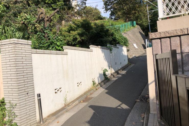 横浜英和学院近くの細道