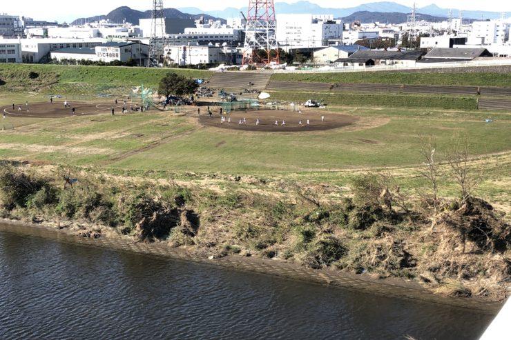 相模川の野球場