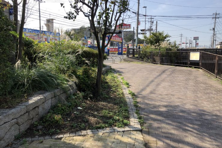 阿久和川沿いの歩道