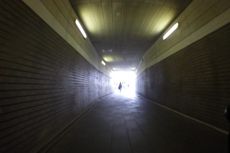 歩道のトンネル