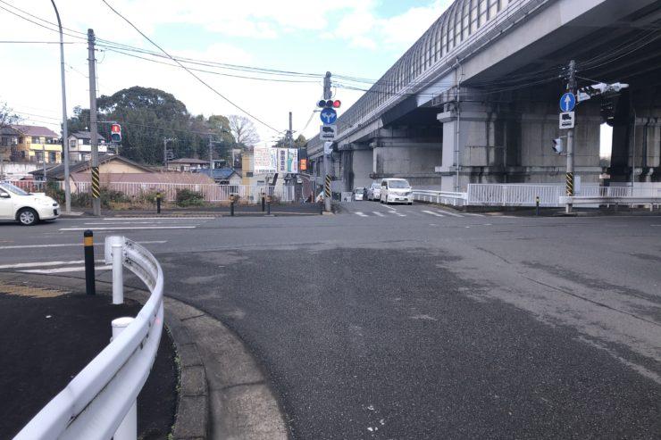 東名高速沿い