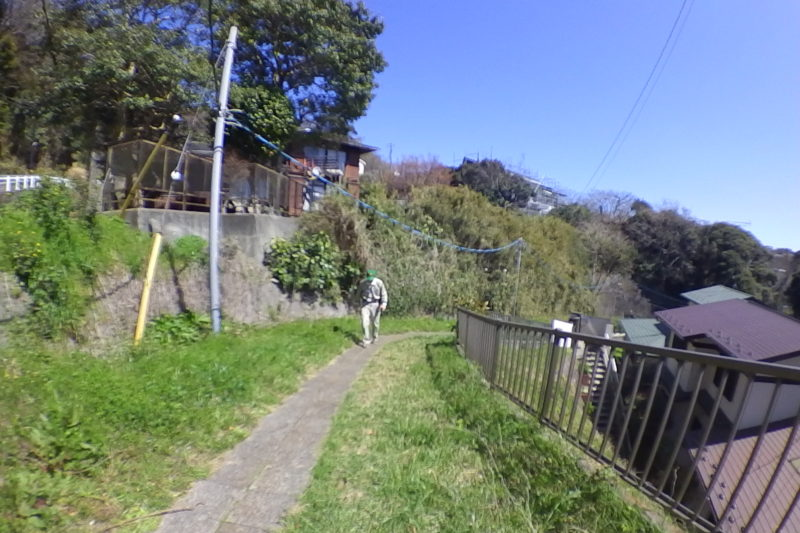 今泉の住宅街の細い道
