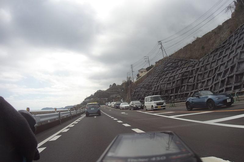 伊豆旧道への右折レーン