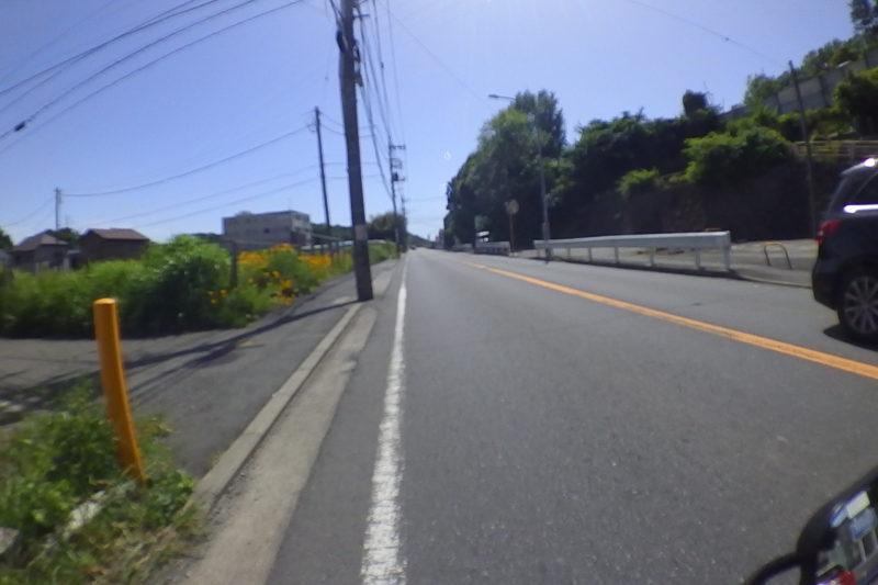 路肩の狭い車道