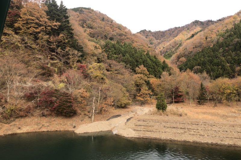 宮ケ瀬湖湖畔