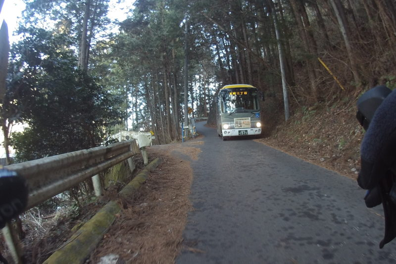 狭い道での路線バス
