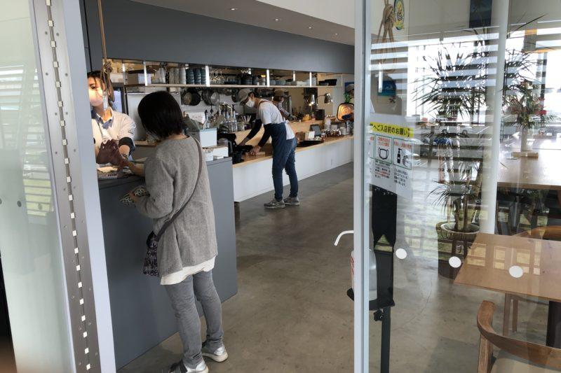 大磯港のコネクト2階の喫茶店