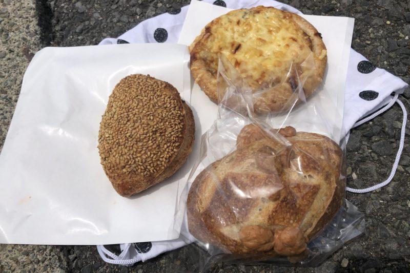 柳島カルチャーのパン3種