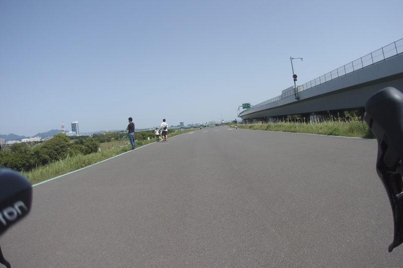 相模川のサイクリングロード