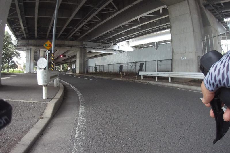 新西湘バイパス高架下