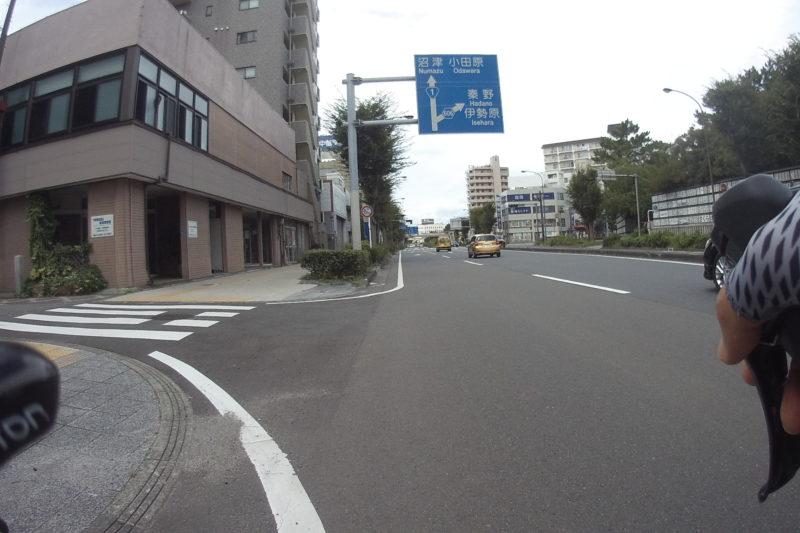 平塚駅近くの1号線