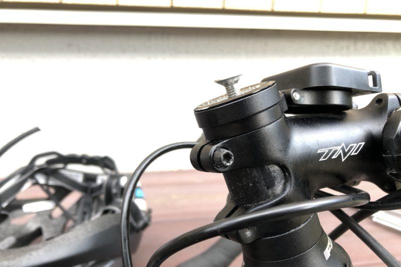 ロードバイクのヘッドキャップネジ取り外し
